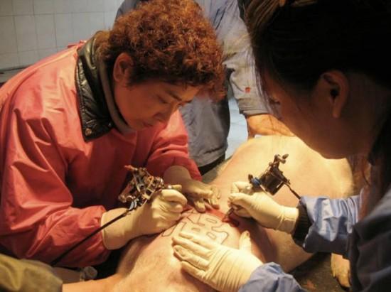 tattooed-pigs5-550x411-6303-1427336813.j