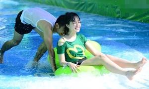 Teen Sài thành thi nhau trượt nước giữa phố