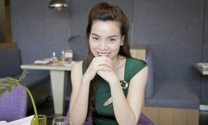 Hà Hồ tiếp tục hành trình 'hẹn hò với sinh viên'