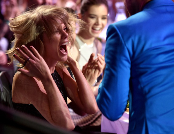 taylor-swift-facial-expression-6332-1515