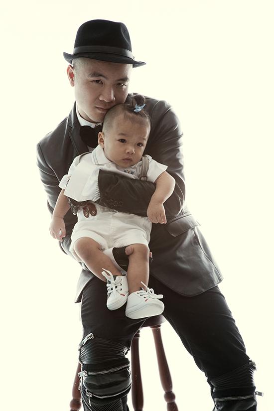 Giữa năm 2014, Đỗ Mạnh Cường giới thiệu đến người hâm mộ, cánh truyền thông con trai nuôi hai tháng tuổi của anh. Cậu bé được đặt tên Đỗ Hoàng Phúc, tên thường gọi là Nhím.