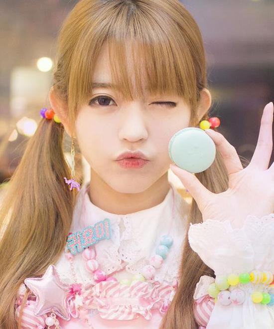 Không chỉ nổi tiếng ở Hàn, Yurisa còn hoạt động khá tích cực tại Nhật Bản và có thể sử   dụng thành thạo tiếng Nhật.