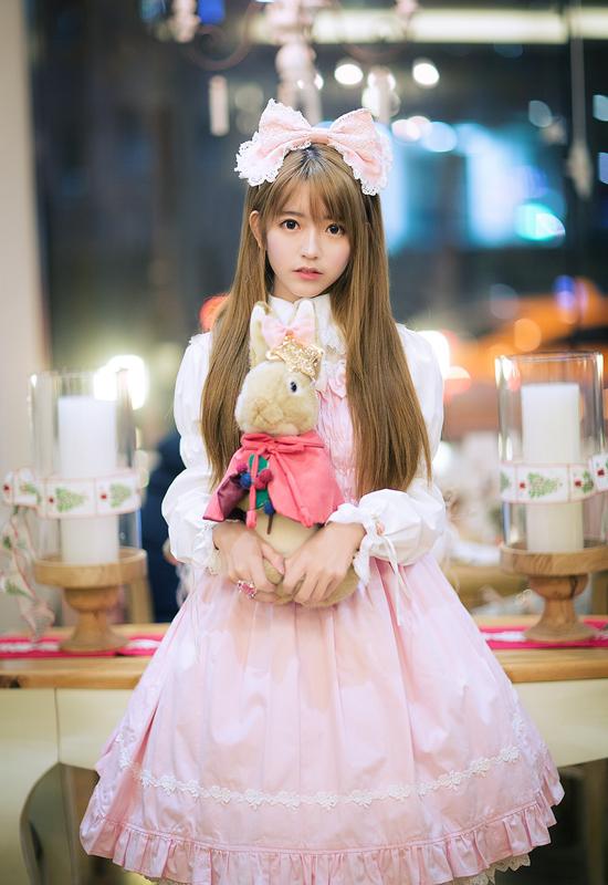 Yurisa cực dễ thương khi khoác lên mình những bộ váy bồng bềnh, cầu kỳ.