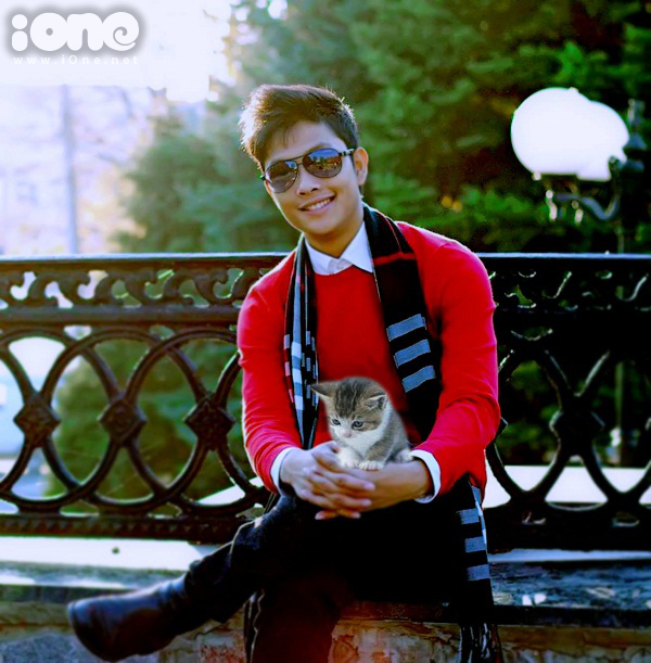 Hồ Thành Công là Là du học sinh ĐH Bách khoa Kharkov (Ukraine) chuyên ngành Quản trị kinh doanh, chàng trai xứ Nghệ còn được biết đến bởi hàng loạt clip về chú mèo đáng yêu.