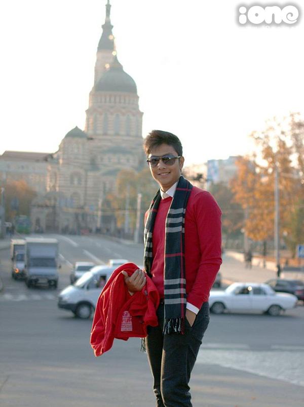 Hồ Thành Công còn rất nổi tiếng trong cộng đồng người Việt tại Ukraine. Anh chàng cũng tham gia vào BTC của các chương trình văn nghệ mỗi khi có nghệ sĩ, ca sĩ Việt tới lưu diễn. Sở hữu những đường nét điển trai, nụ cười tươi và nét duyên ngầm, Hồ Thành Công gây ấn tượng với mọi người ngay từ lần đầu tiên gặp mặt.