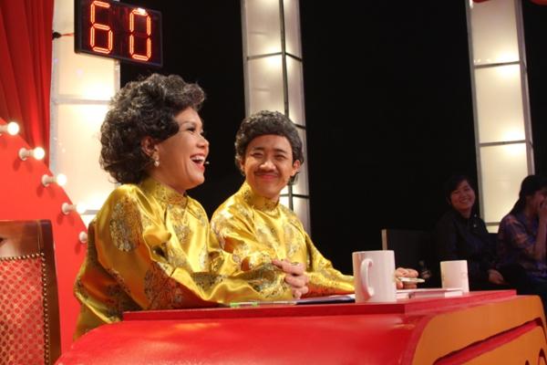 Trong tháng 4 này, Việt Hương và Trấn Thành sẽ cùng nhau ngồi ghế nóng trong chương trình truyền hình Thách thức danh hài. Dù đã không ít lần diễn chung nhưng Thách thức danh hài là chương trình truyền hình đầu tiên mà Việt hương và Trấn Thành cùng đảm nhận vai trò giám khảo.