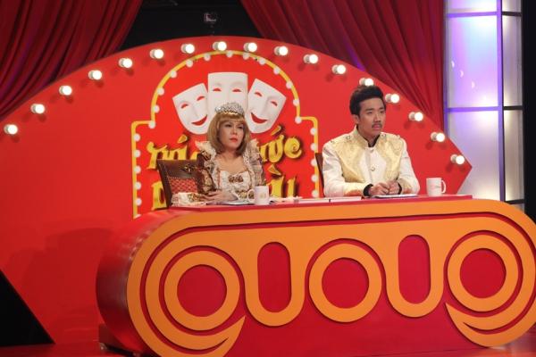 Ngoài cặp đôi danh hài Trấn Thành  Việt Hương đảm nhiệm vai trò giám khảo, chương trình còn có sự góp mặt của danh hài Trung Dân và Cát Phượng trong vai trò cố vấn chương trình