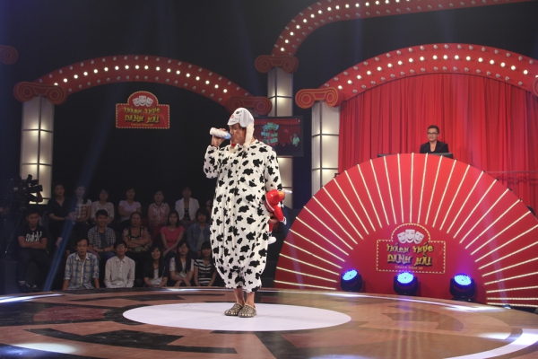 Chương trình Thách thức danh hài gồm 13 tập, chính thức lên sóng Đài truyền hình TP. HCM từ ngày 15/04/2015, vào lúc 21h30 thứ tư hàng tuần trên kênh HTV7.