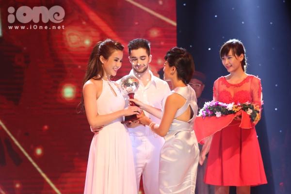 """Diệp Lâm Anh - Zhivko về hạng tư chung cuộc và giải thưởng """"Cặp đôi nhảy điệu Latin đẹp nhất""""."""