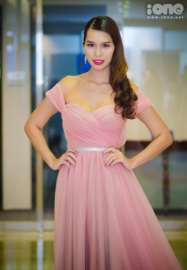Vào đầu tháng 05, Hà Anh chia sẻ cô sẽ bay sang Singapore để tham gia chuỗi sự kiện thời trang đặc biệt tại đây trong một vai trò hoàn toàn mới và sẽ được tiết lộ trong thời gian tới đây