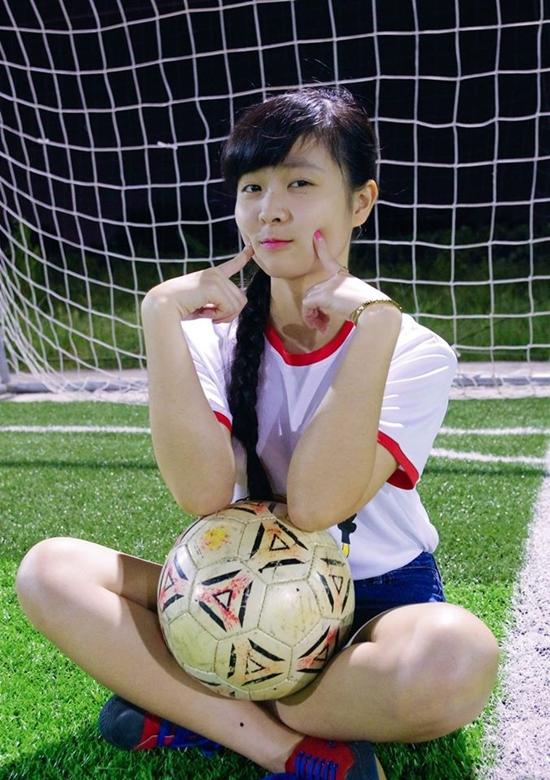 Thieu-nu-Viet-yeu-bong-da-14.jpg