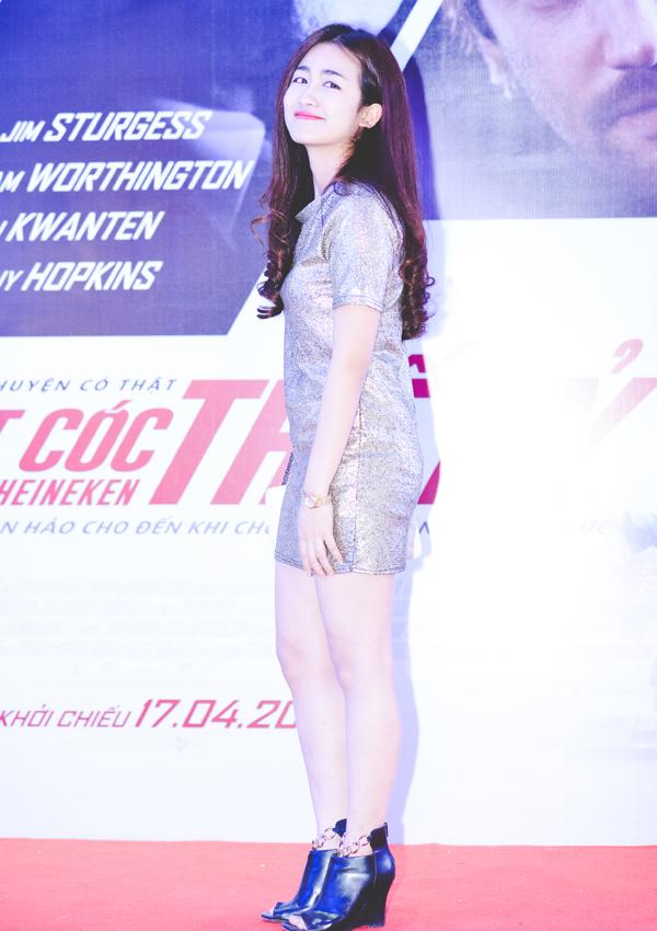 Đến xem Kidnapping Mr.Heineken, Trang Moon diện váy ngắn không cầu kỳ nhưng nổi   bật vẻ nữ tính, trẻ trung.