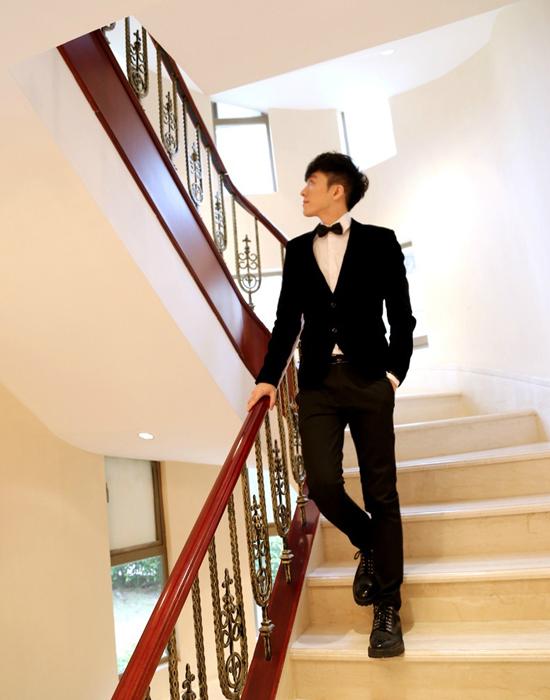 Ngô Đại Vỹ (David), 24 tuổi, là tổng giám đốc một công ty mỹ phẩm thiên nhiên với   thương hiệu do anh sáng lập đang ăn nên làm ra.