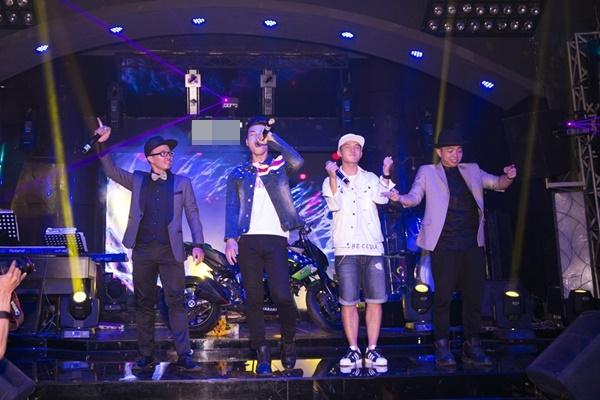 Hồ Quang Hiếu, Cường Seven và nhóm FB Boiz quậy tưng bừng trên sân khấu trước khi chính thức khép lại buổi họp báo.