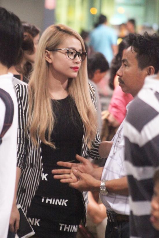 Mi-A xuất hiện tại sân bay để lên đường đến Hàn Quốc lưu diễn. Đây là lần thứ 2 nữ ca sĩ được đến giao lưu và gặp gỡ kiều bào Việt Nam sinh sống tại Hàn Quốc