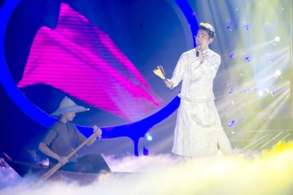 Ca sĩMỹ Linh cho rằng Mai Quốc Việt chụ khónghiên cứ kỹ nhân vật và thể hiện giống đến từng chi tiết. Dù vậy, nghệ sĩ Hoài Linh nhắc khéo Quốc Việt chưa có có độ mềm mại giống Mr Đàm.