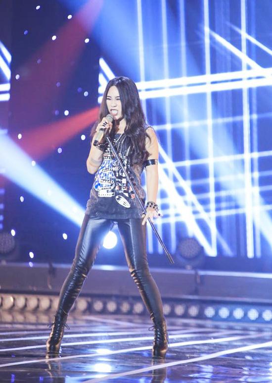 Hà My, cô nàng từng được biết đến trong The Voice mùa thứ 2 (đội Quốc Trung). Cũng như Tuấn Khanh, cô nàng thể hiện bản Apologize theo phong cách rock vô cùng mạnh mẽ. Bằng sự máu lửa trong giọng hát cũng như cách diễn có thần, Hà My đã thật sự đốt cháy sân khấu của Tuyệt đỉnh tranh tài.