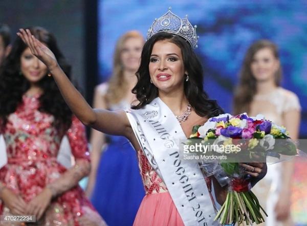 Sofia Nikitchuk, 21 tuổi, đến từEkaterinburg vừa trở thành Hoa hậu Nga 2015 trong đêm chung kết tối 18/4.