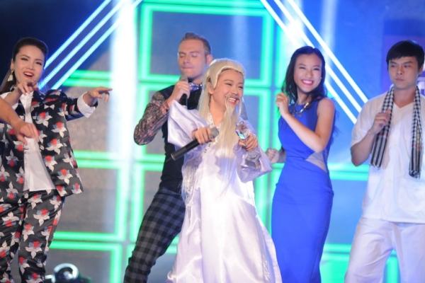 Với màn trình diễn xuất sắc,Mi-A đứng nhất tuần và đạt danh hiệu Sao là Sao.
