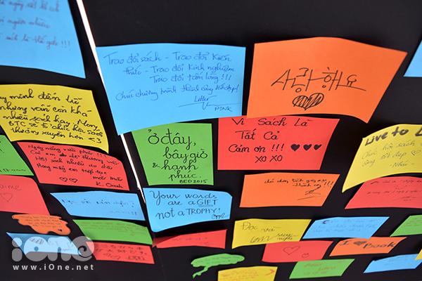 Cảm nhận của các bạn trẻ được ghi lại trong những mẩu giấy ghi chú nhiều màu sắc. Ngày sách Đà Nẵng năm 2015 tiếp tục diễn ra cho đến hết ngày 19/4.