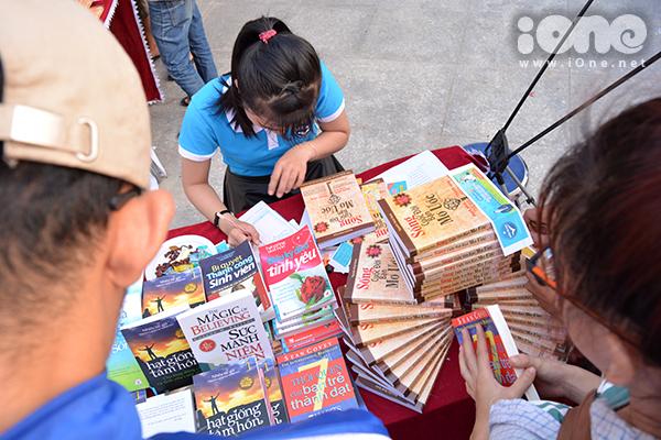 & cạnh sách theo các chủ đề văn học, thanh - thiếu nhi, kỹ năng sống, Văn hóa xứ Quảng&