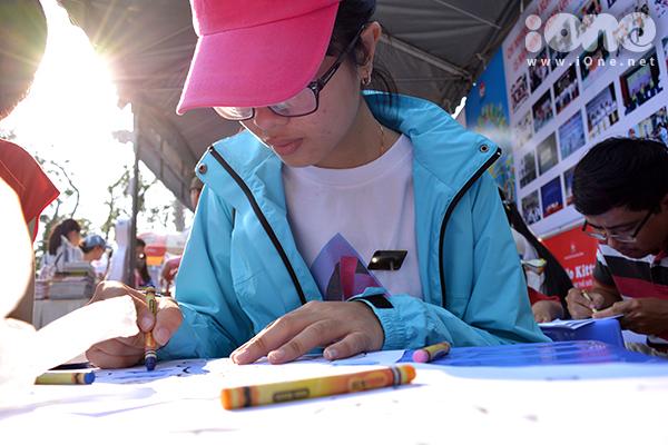 Ngày hội còn có buổi giao lưu với các tác giả nổi tiếng như nhà văn Phan Văn Minh với tác phẩm Người Quảng lo xa, tác giả Nguyễn Hoài Nam với Sống cuộc đời bạn mơ ước, giao lưu với những người thành công nhờ đọc sách& hoạt động tô màu lên tranh vẽ bằng bút màu được chuẩn bị sẵn.
