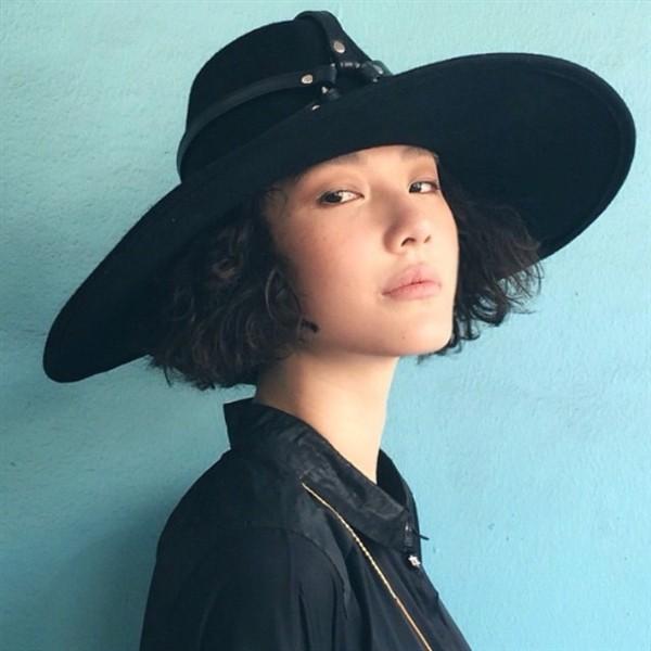 Linn được biết đến là một người mẫu sáng giá của ngành thời trang Thái Lan thời điểm hiện nay, với số lượng đi show thuộc loại khủng.  Không những vậy, cô nàng còn có người bạn trai nổi tiếng là nam diễn viên điển trai Toni Rakkaen  phim Sweety Movie.