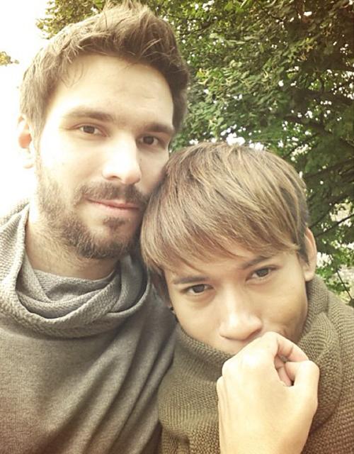 gay-couple-2-8210-1429414652.jpg