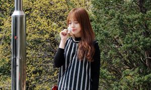 Nữ sinh viên Hàn mặc đẹp nổi bật khi tới trường