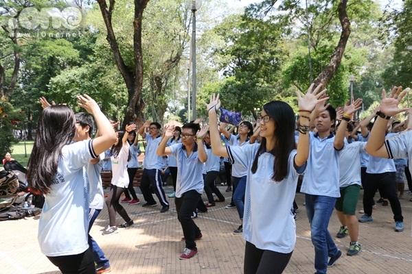 Flashmob-Le-Hong-Phong-3.jpg