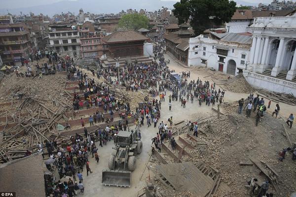 Quảng trường Durbar tại thành cổ của thủ đô Kathmandu, được UNESCO công nhận là di   sản thế giới, hoang tàn và đổ nát sau trận động đất.