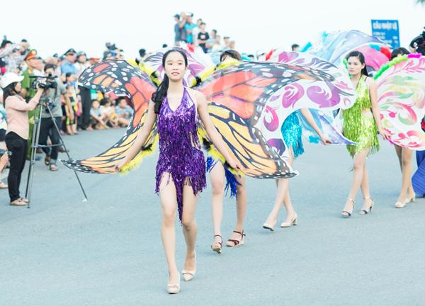 carnaval đường phố tại TP Đồng Hới (Quảng Bình) chào mừng tuần lễ Văn hoá du lịch Đồng Hới đã diễn ra tưng bừng