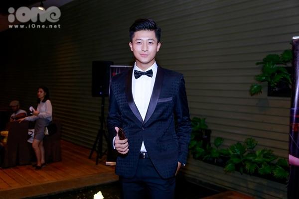 Harry Lu bảnh bao trong bộ vest xuất hiện tại buổi ra mắt chương trình hoành tráng này.
