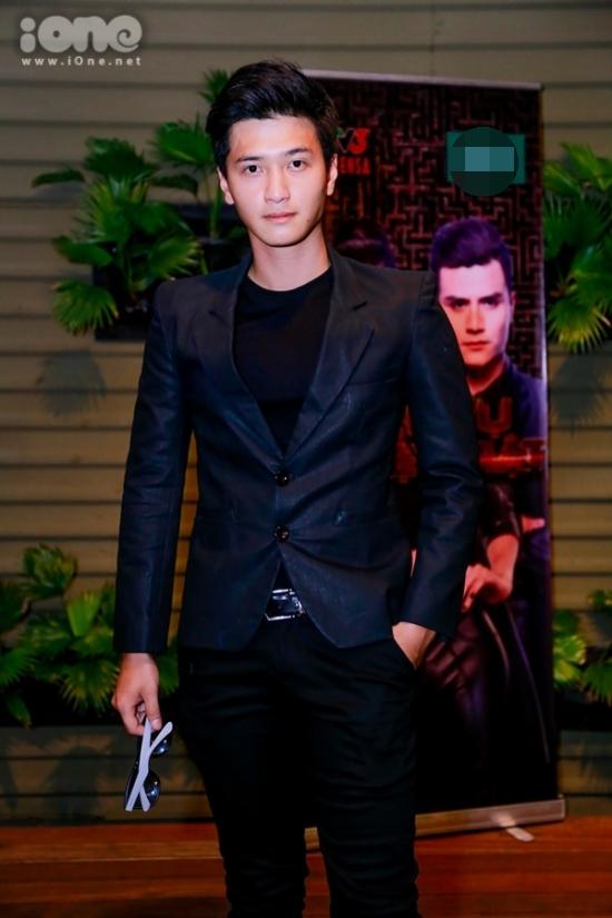 Huỳnh Anh cực ngầu đến tham dự sự kiện.
