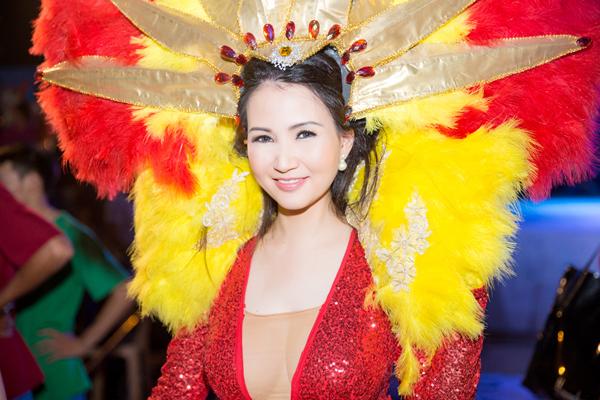 Hoa hậu quý bà châu Á tại Mỹ Sonya Sương Đặng cũng trở về từ Mỹ để tham dự