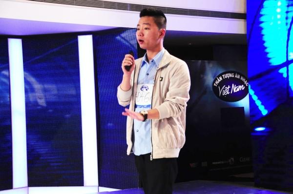Chương trình Vietnam Idol tiếp tục vòng thử giọng tại Hà Nội.Vũ Hải Đăng (21 tuổi) vừa tiến vào phòng thử giọng đã cất tiếng hát bài Nắng ấm xa dần của Sơn Tùng MTP khiến giám khảo một phen ngơ ngác.