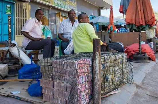 meanwhile-cash-in-somaliland-0-1519-2350