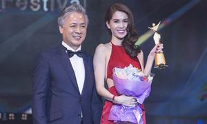 Ekip Ngọc Trinh tung clip minh oan vụ nhận cúp 'dởm'