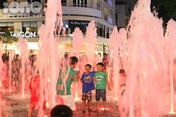 pho-di-bo-Nguyen-Hue-13-2489-1430357254.