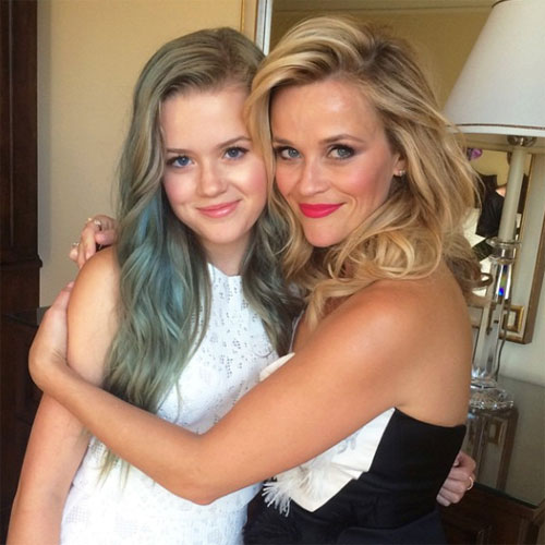 Ava Phillippe, 16 tuổi là con gái của tài tử Ryan Phillippe và nữ diễn viên Reese Witherspoon. Thiếu nữ xinh đẹp giống mẹ như hai giọt nước.