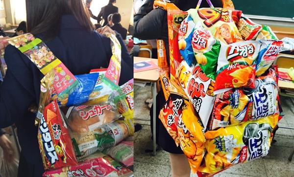 Các teengirl thích thú thể hiện khả năng sáng tạo và sự khéo léo bằng cách thiết kế những mẫu túi, ba lô thức ăn dễ thương sau đó chụp ảnh khoe sản phẩm của mình trên các mạng xã hội.  Hình 4.