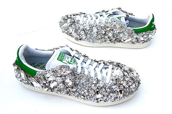 pharrell-shoes-billbaord-650-3940-143097