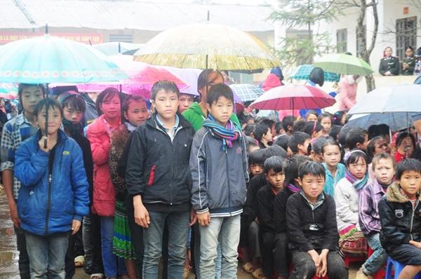 Hoạt động thiện nguyện giúp học sinh thành phố hiểu hơn về cuộc sống khó khăn của nhiều học sinh dân tộc