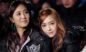 Yuri bị tố yêu đồng tính, Jessica muốn sinh con gái