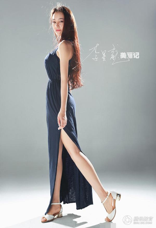 Cô gái ghi điểm với vẻ đẹp mềm mại, dịu dàng mà tràn đầy sức sống.