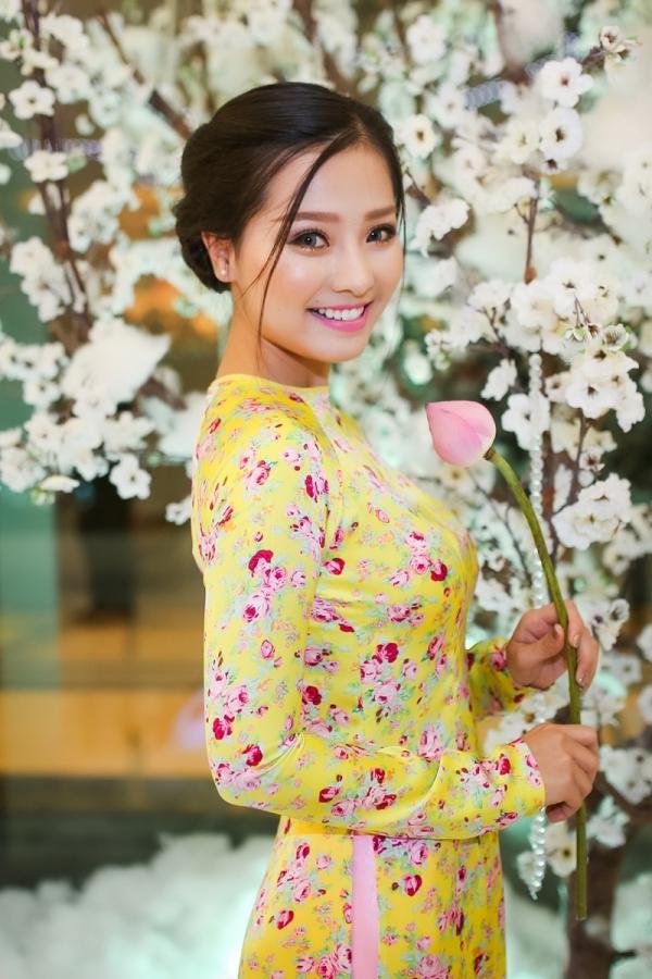 Diễn viên trẻKhánh Hiền trongphim Tôi thấy hoa vàng trên cỏ xanh cũng là khách mời của sự kiện.