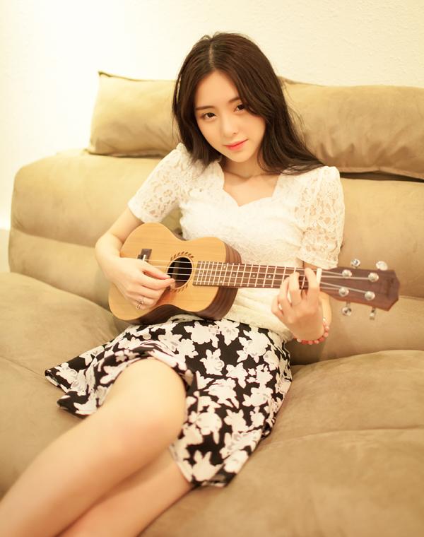 Nữ sinh 18 tuổi còn có nhiều tài lẻ như biết chơi đàn tranh, dương cầm.