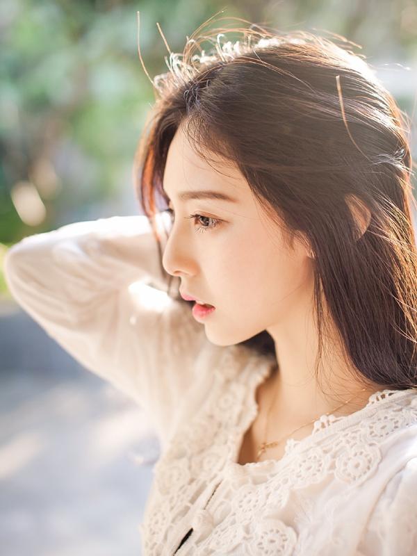 Vẻ đẹp hoàn hảo như các ngôi sao Hàn Quốc khiến Trình Hi Viên nhận được nhiều sự chú   ý, thu hút không ít fan nam.