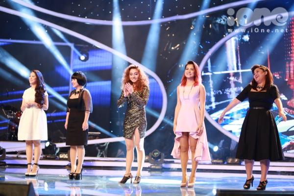 Đêm liveshow thứ hai chương trình Vietnam Idol lên sóng tối 17/5. Đây là đêm tranh tài của top 5 thí sinh nữ để chọn ra a người đi tiếp vào vòng gala. Năm thí sinh bao gồm:Khánh Tiên, Vân Quỳnh, Hoàng Yến, Hà Nhi và Bích Ngọc (từ trái qua).