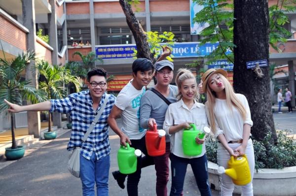 Trước khi bắt đầu tập luyện cho tiết mục của mình tại đêm thi thứ 7, các thí sinh cùng ekip thực hiện chương trình đã đến trường tiểu học Dương Minh Châu (Quận 10) tổ chức buổi hoạt động ngoại khóa trồng cây và bảo vệ cây.